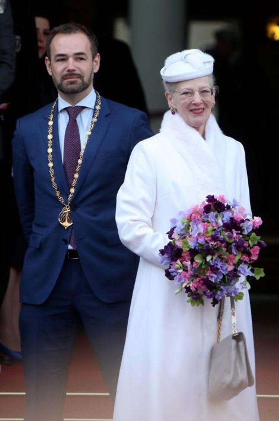 La reine Margrethe II de Danemark avec le maire d'Aarhus, le 8 avril 2015