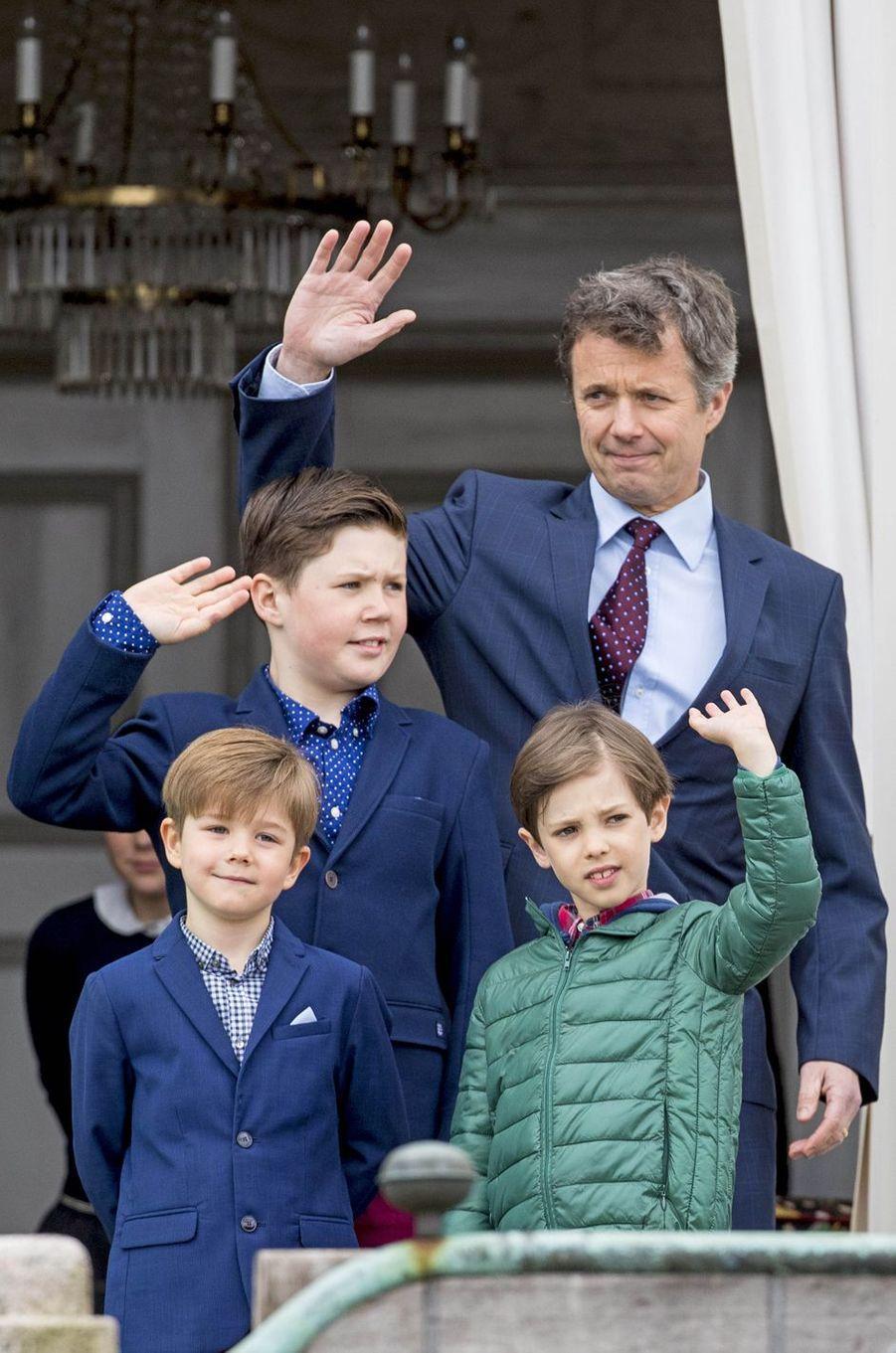 Les princes Frederik, Christian, Vincent et Henrik de Danemark à Marselisborg, le 15 avril 2017