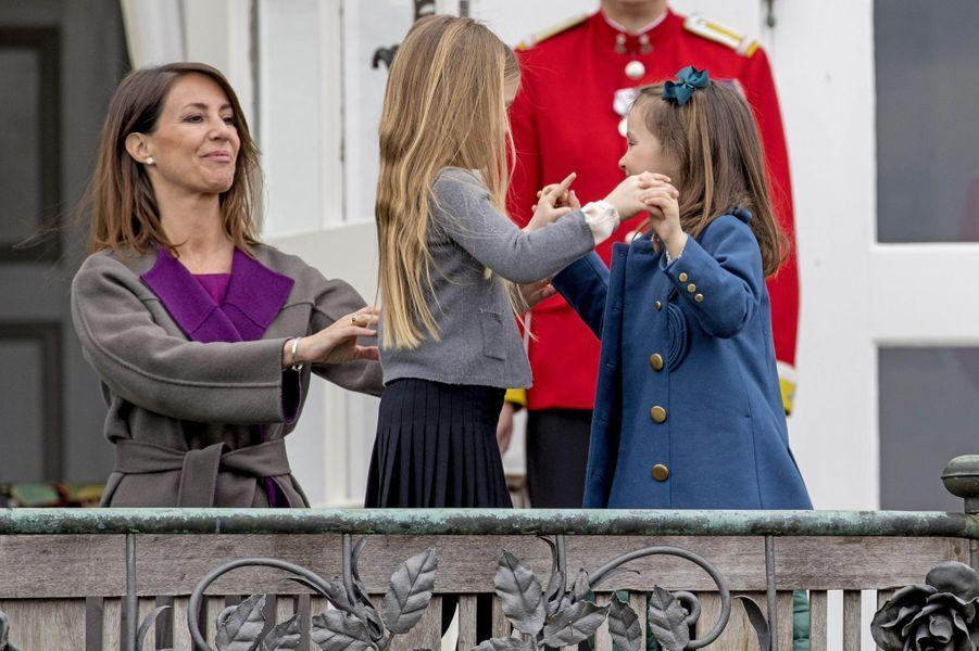 Les princesses Marie, Josephine et Athena de Danemark à Marselisborg, le 15 avril 2017