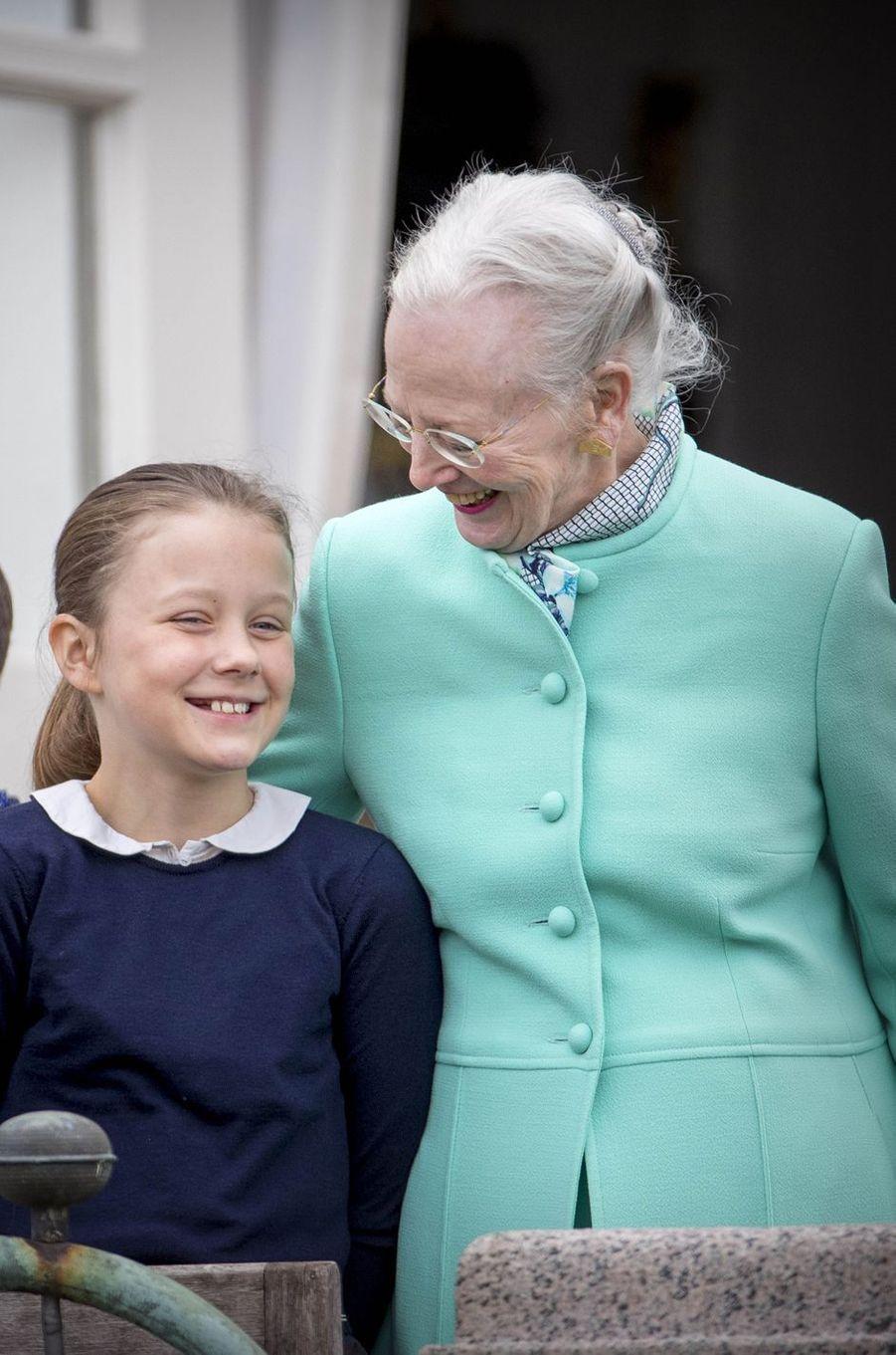 La reine Margrethe II de Danemark et la princesse Isabella à Marselisborg, le 15 avril 2017