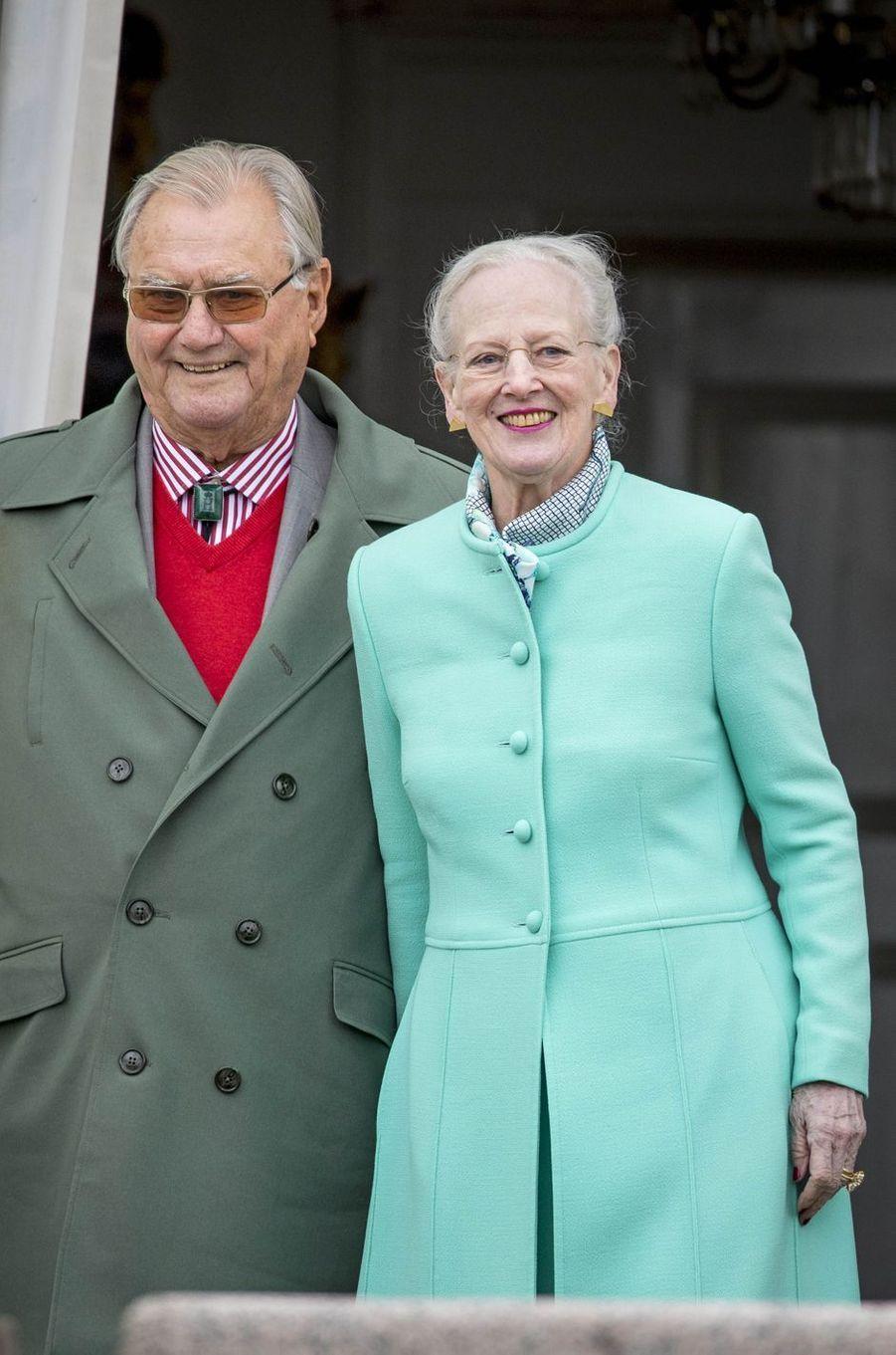 La reine Margrethe II de Danemark et le prince Henrik à Marselisborg, le 15 avril 2017