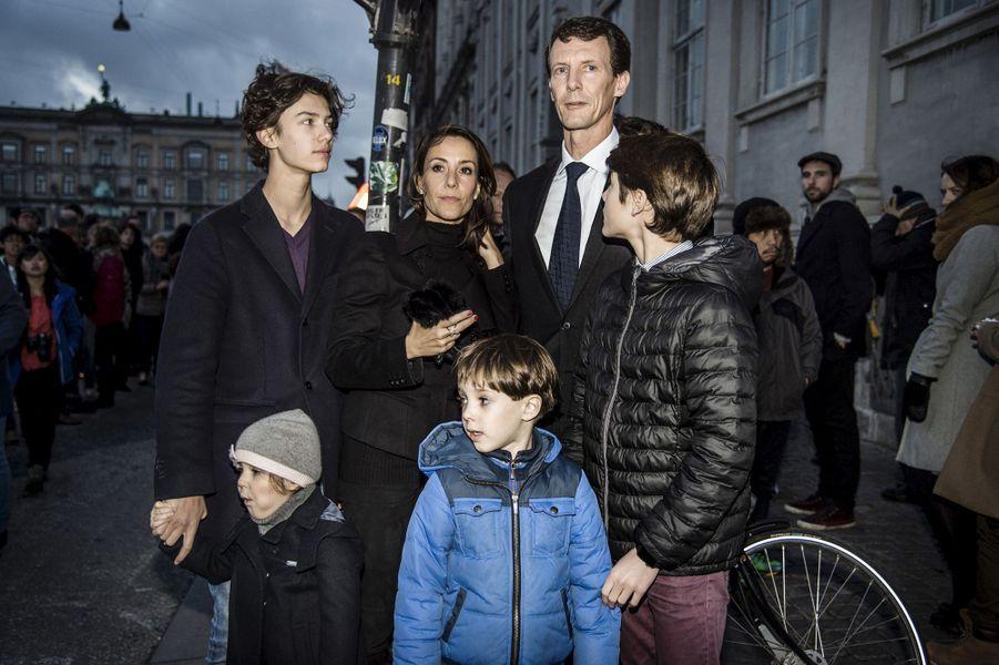 La princesse Marie avec le prince Joachim de Danemark et leurs enfants après les attentats de Paris, le 14 novembre 2015