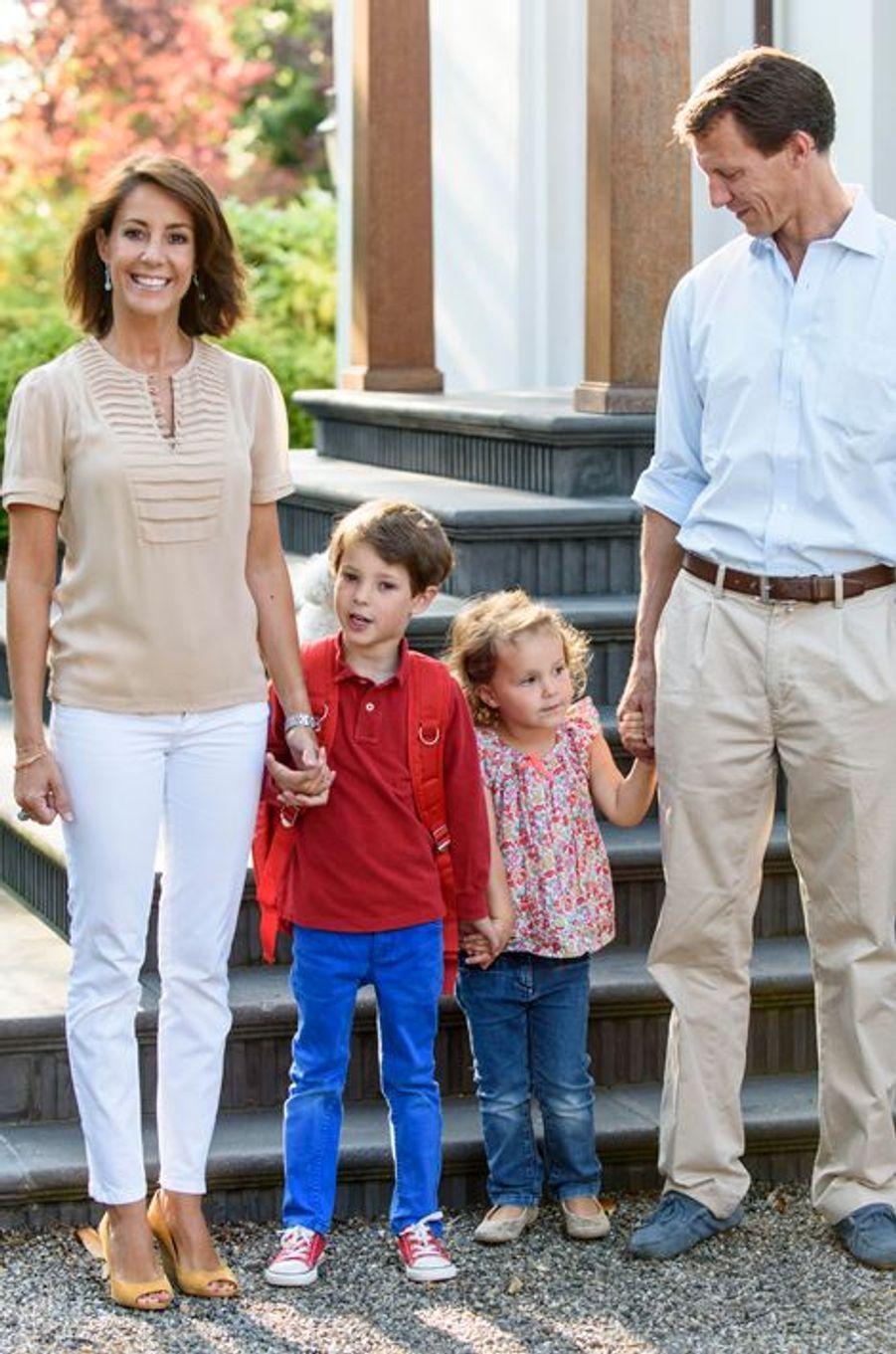 La princesse Marie avec le prince Joachim de Danemark, le prince Henrik et la princesse Athena, le 14 août 2015