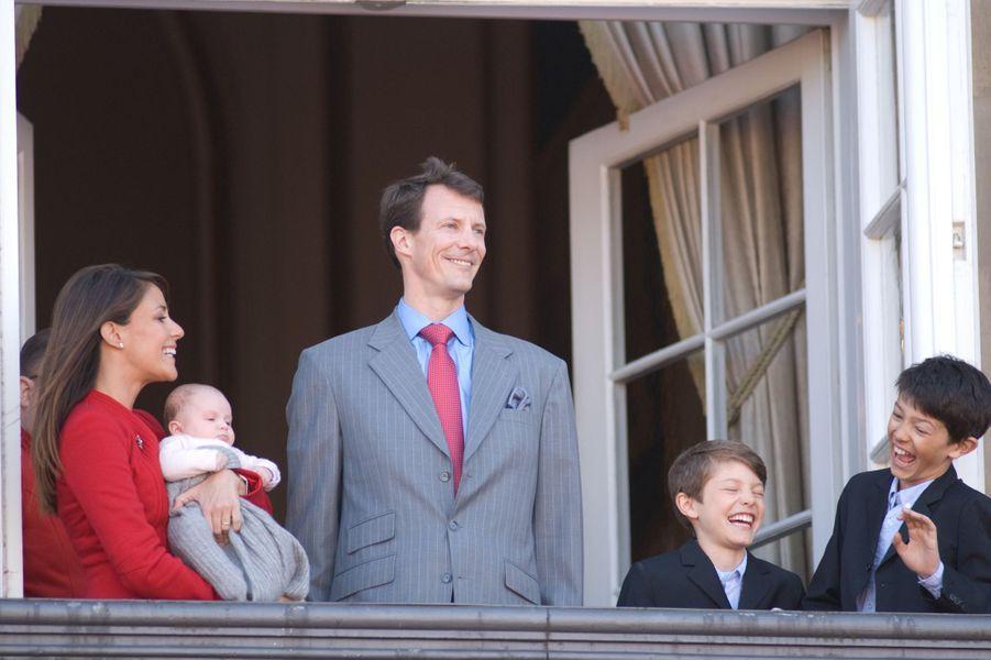 La princesse Marie avec le prince Joachim de Danemark, les princes Nikolai et Félix et la princesse Athena, le 16 avril 2012