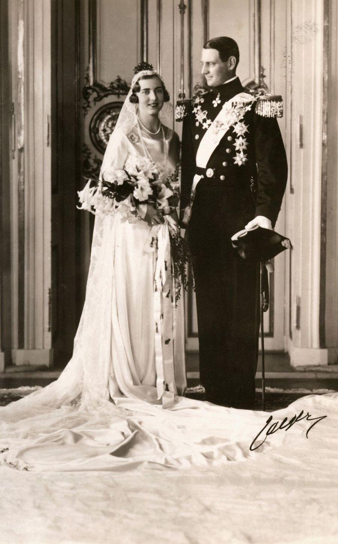 Photo officielle du mariage de la princesse Ingrid de Suède et du prince héritier Frederik de Danemark, le 24 mai 1935