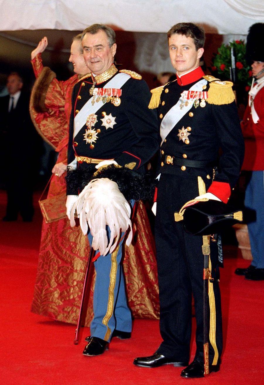 Les princes Henrik et Frederik avec lareine Margrethe II de Danemark, à Frederiksborg le 18 novembre 1995