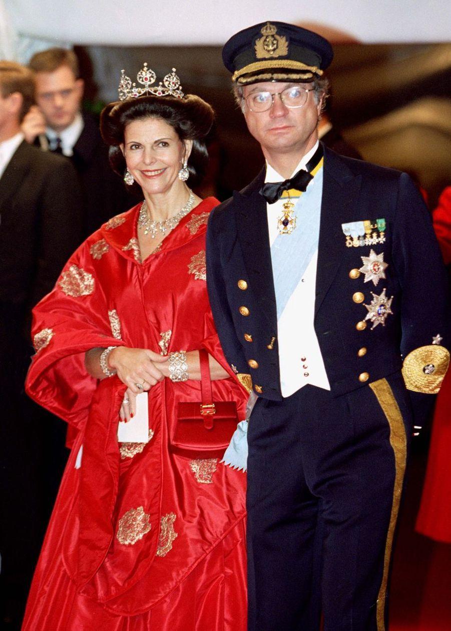 La reine Silvia et le roi Carl XVI Gustaf de Suède à Frederiksborg, le 18 novembre 1995