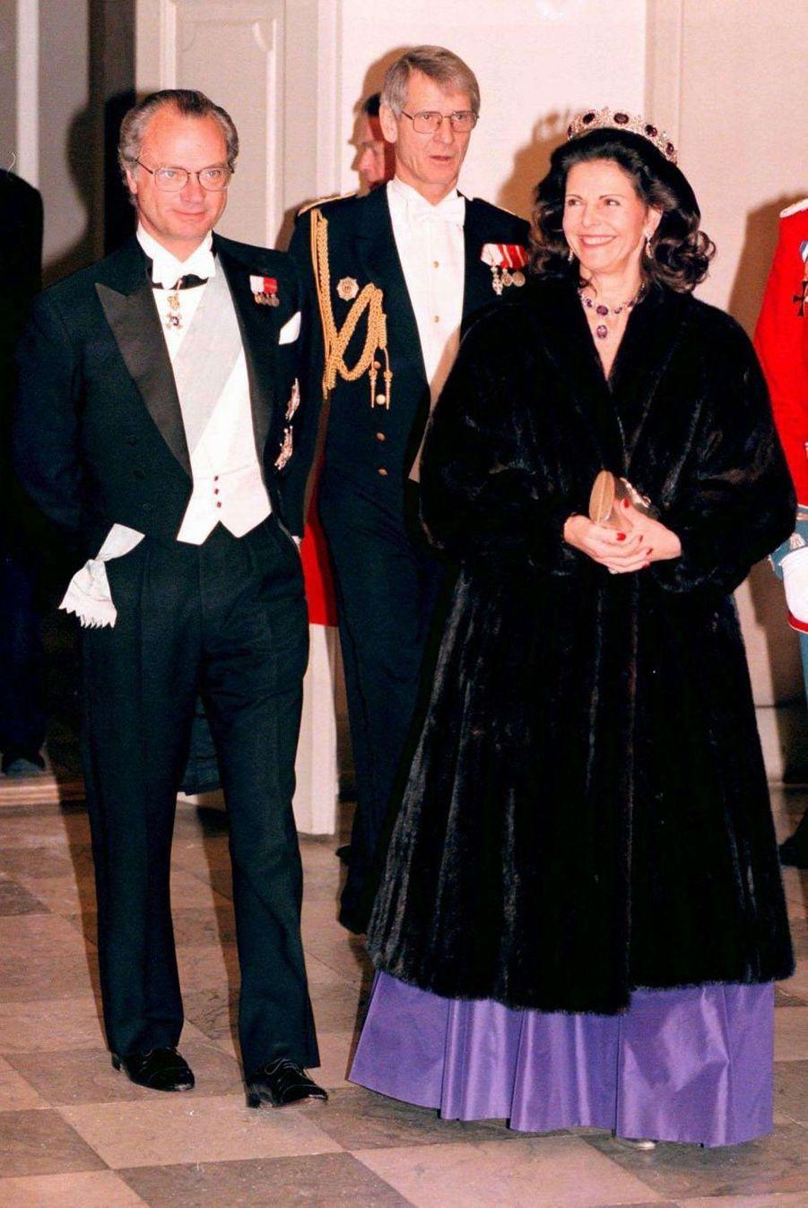 La reine Silvia et le roi Carl XVI Gustaf de Suède, à Copenhague le 17 novembre 1995