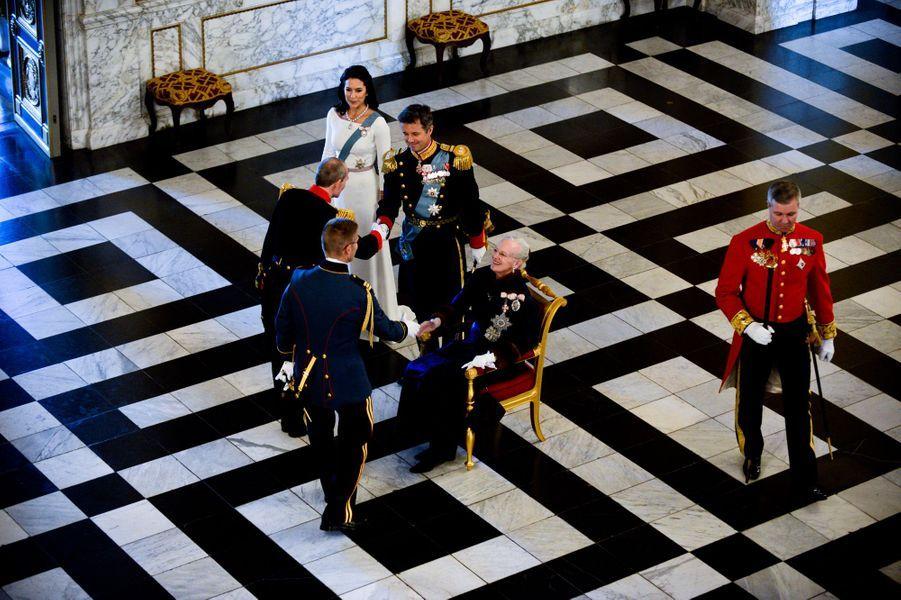 La reine Margrethe II de Danemark, avec le prince Frederik et la princesse Mary à la cérémonie des voeux à Copenhague, le 5 janvier 2015