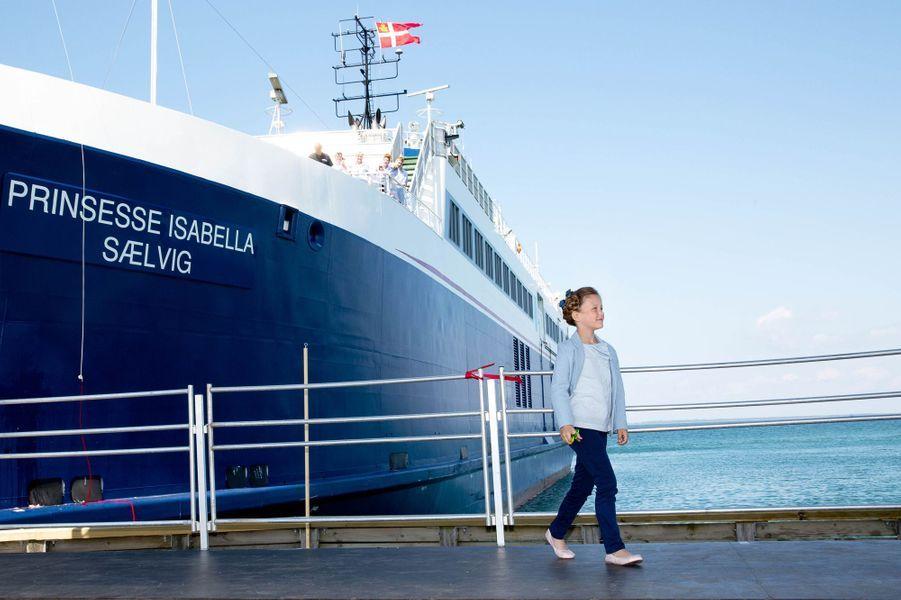La princesse Isabella de Danemark baptise un ferry sur l'île de Samso, le 6 juin 2015