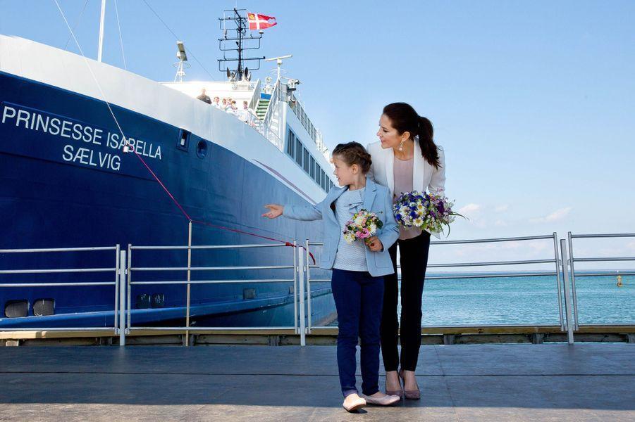 La princesse Isabella de Danemark marraine d'un ferry, avec la princesse Mary, sur l'île de Samso, le 6 juin 2015