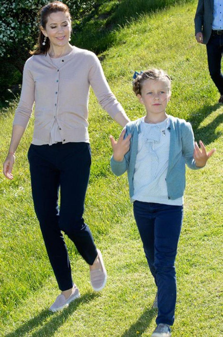 Les princesses Mary et Isabella de Danemark sur l'île de Samso, le 6 juin 2015