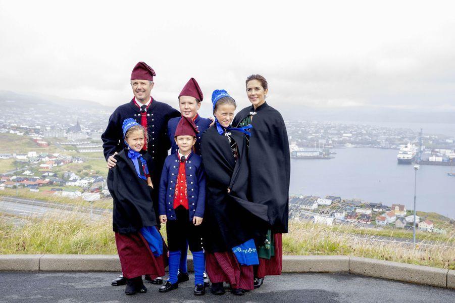 Les princesses Mary, Isabella et Josephine et les princes Frederik, Christian et Vincent de Danemark aux îles Féroé, le 23 août 2018