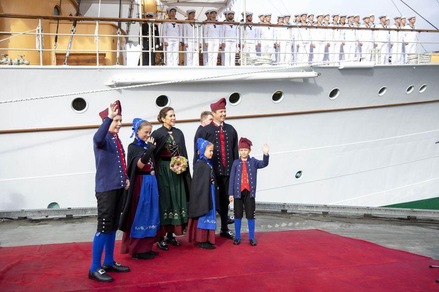 La princesse Mary, le prince Frederik de Danemark et leurs enfants aux îles Féroé, le 23 août 2018