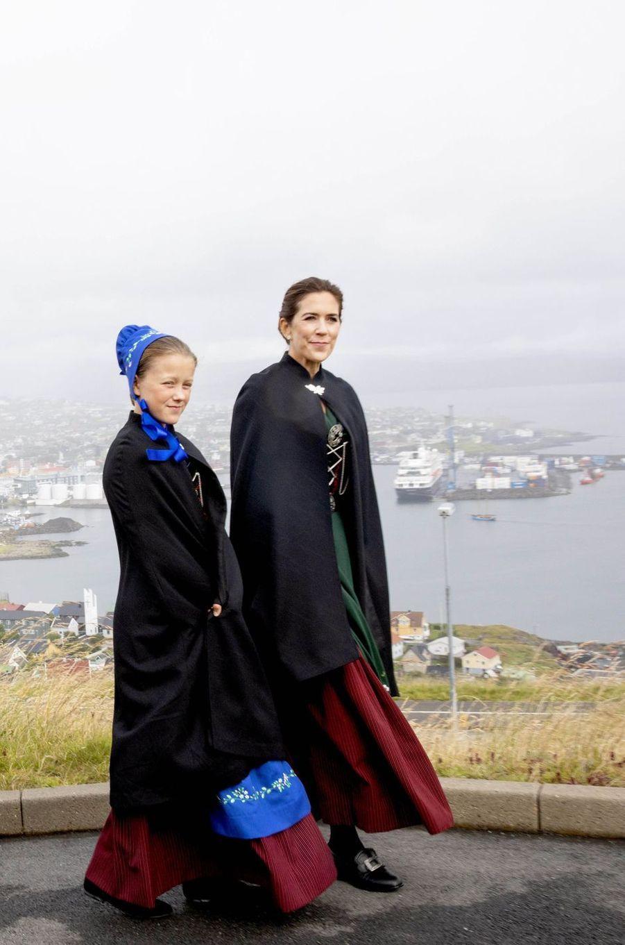 La princesse Mary de Danemark avec la princesse Isabella aux îles Féroé, le 23 août 2018