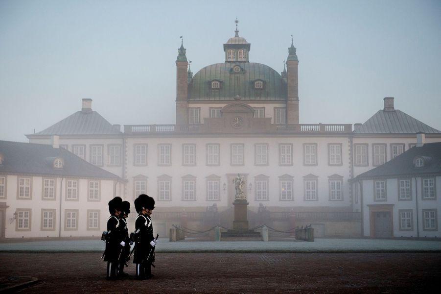 Drapeau en berne au palais de Fredensborg,en hommage auprince Henrik du Danemark.