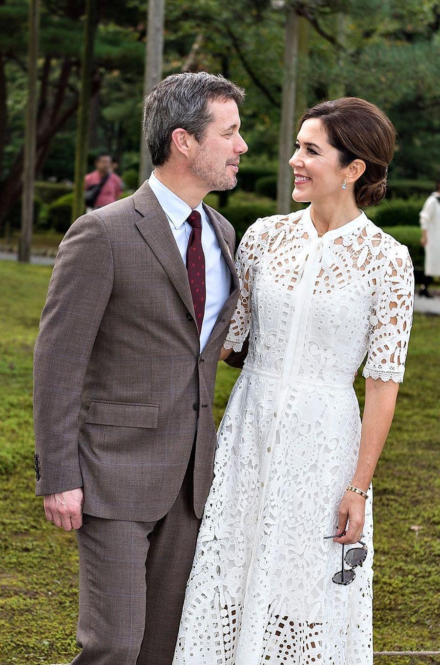 La princesse Mary et le prince Frederik de Danemark dans le jardin Kenroku-en à Kanazawa, le 9 octobre 2017