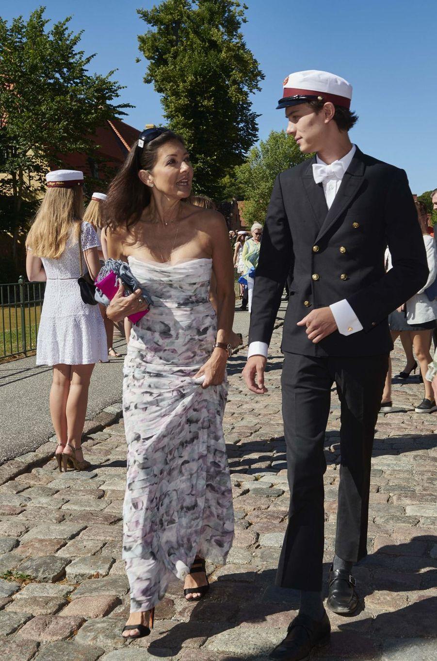 Le prince Nikolai de Danemark avec sa mère Alexandre Manley à Næstved, le 28 juin 2018