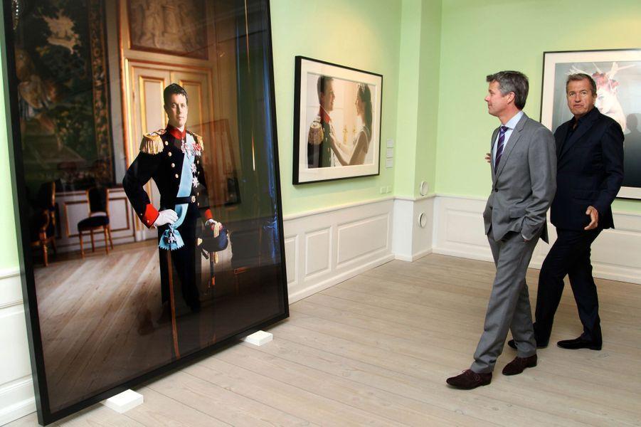 Le prince Frederik de Danemark avec Mario Testino à Copenhague, le 12 mai 2016