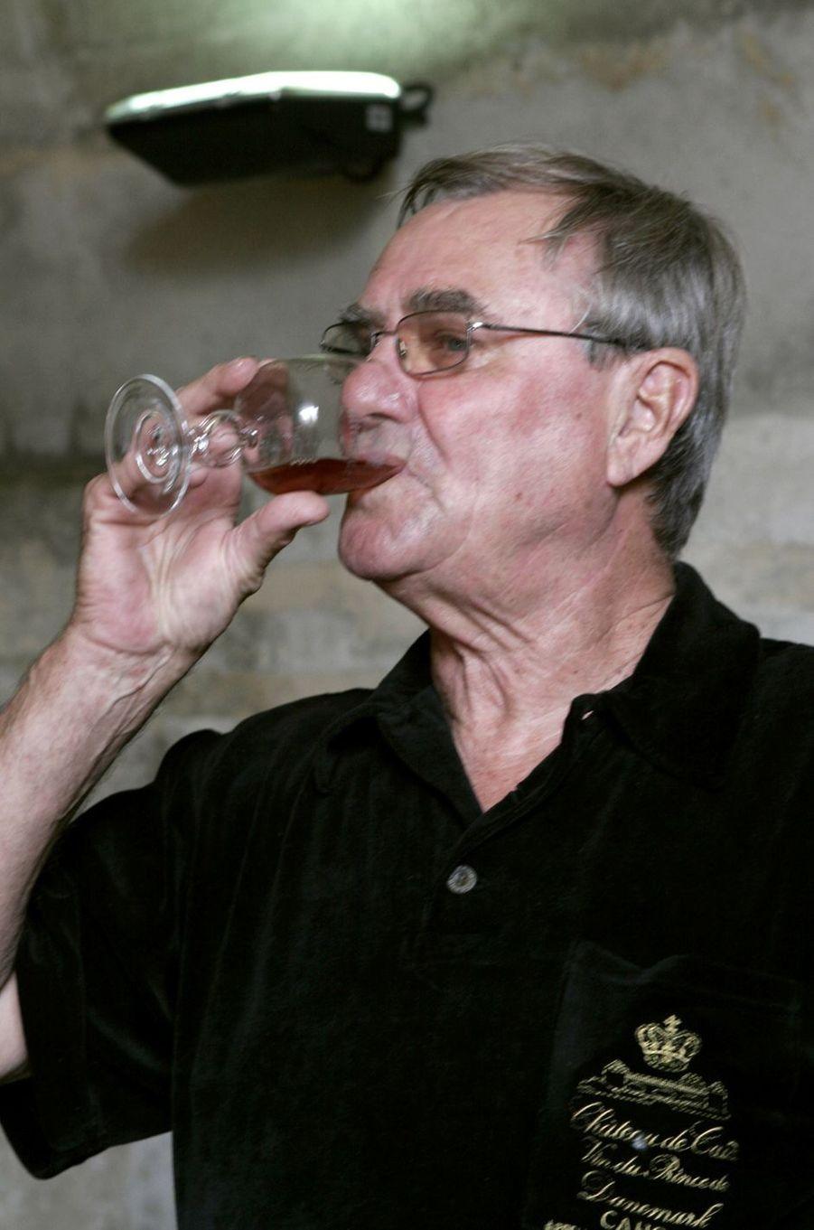 Le prince Henrik de Danemark dans son domaine viticole du château de Cayx, le 11 août 2005