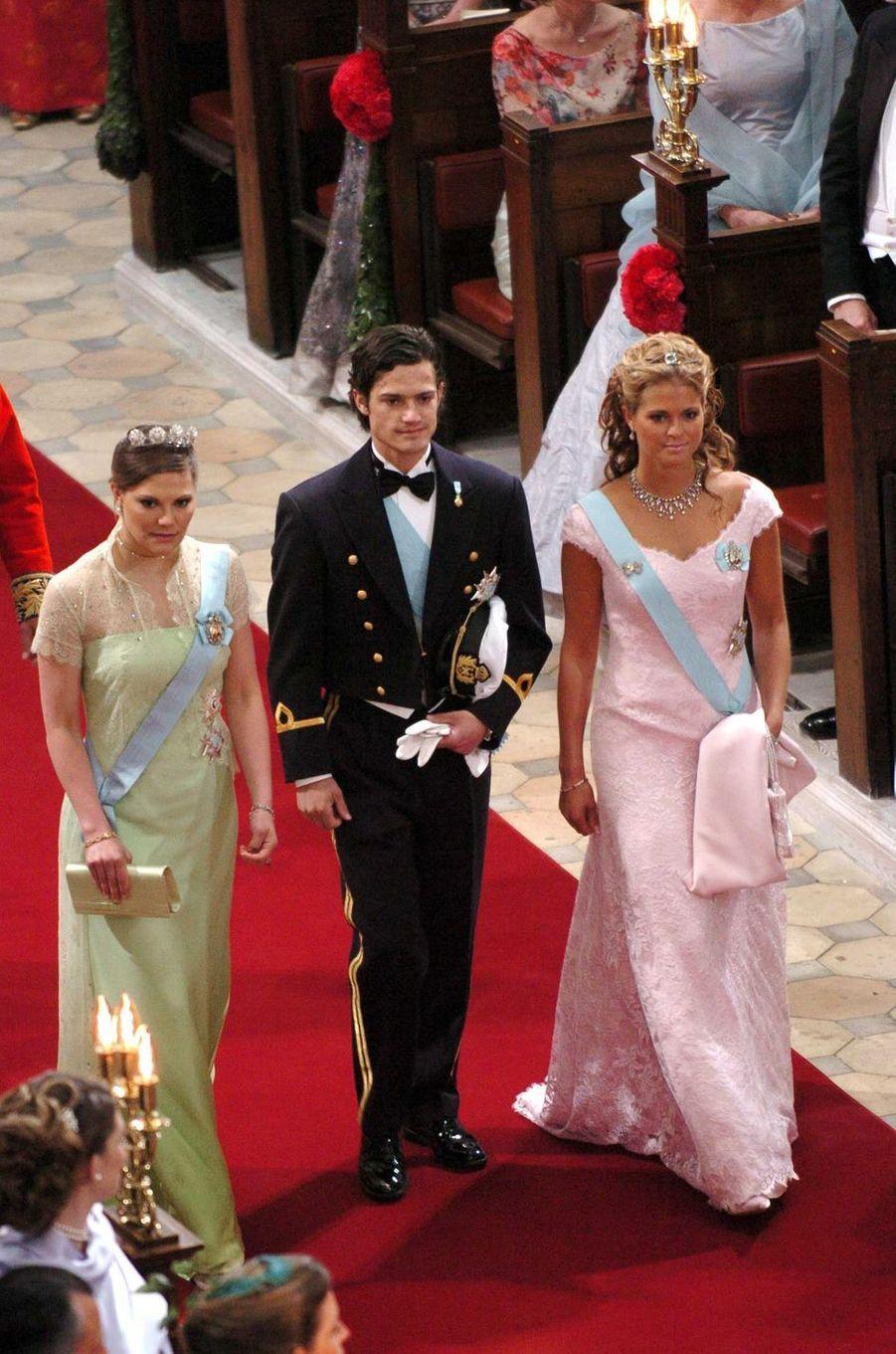 Les princesses Victoria et Madeleine et le prince Carl Philip de Suède à Copenhague, le 14 mai 2004