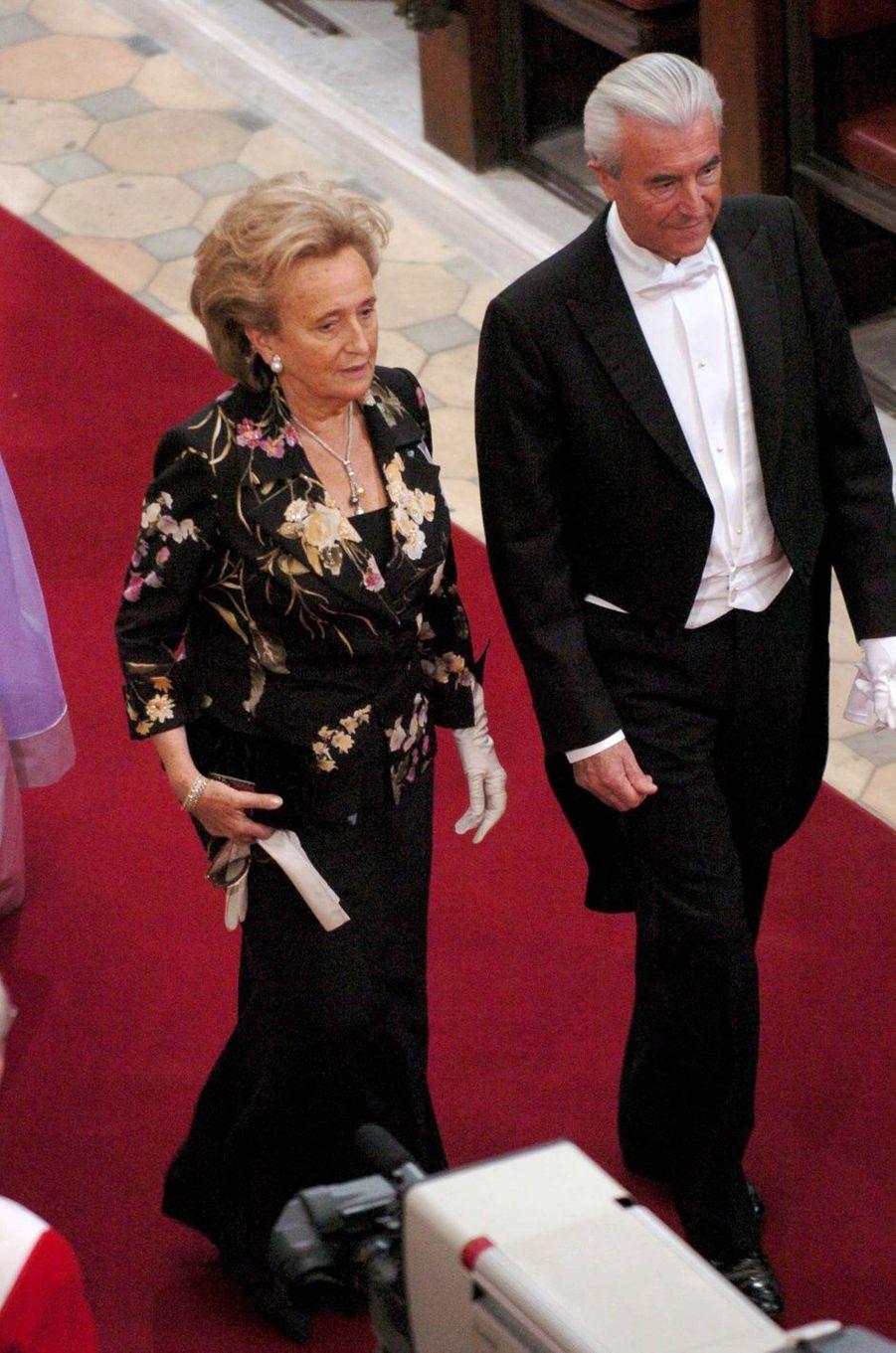 Bernadette Chirac, alors Première dame française, accompagnée du ministre Gilles de Robien, à Copenhague le 14 mai 2004