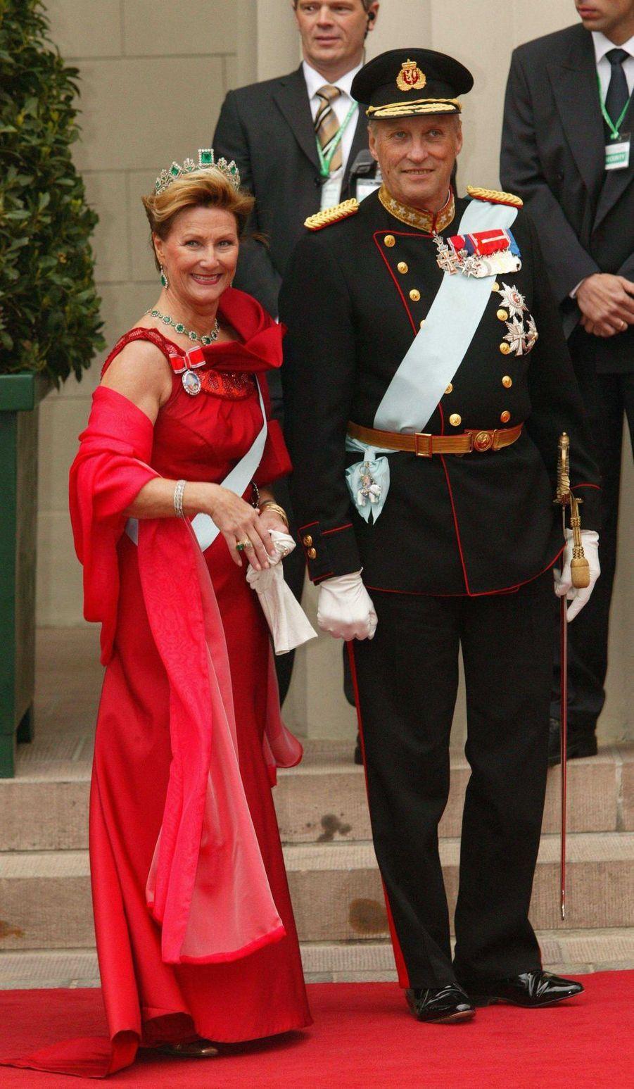 La reine Sonja et le roi Harald V de Norvège à Copenhague, le 14 mai 2004