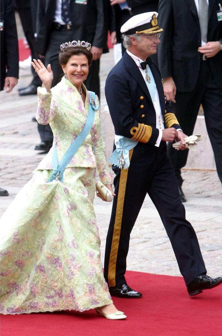 La reine Silvia et le roi Carl XVI Gustaf de Suède à Copenhague, le 14 mai 2004