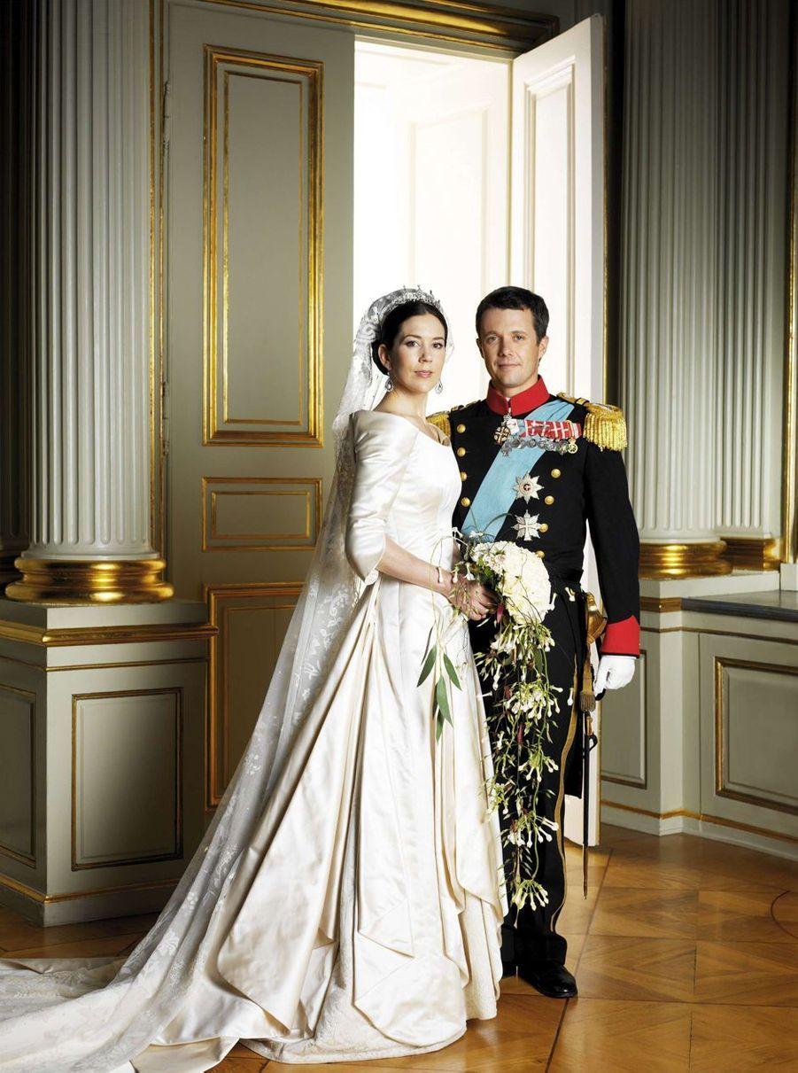 Photo officielle du mariage du prince Frederik de Danemark et de Mary Donaldson, le 14 mai 2004