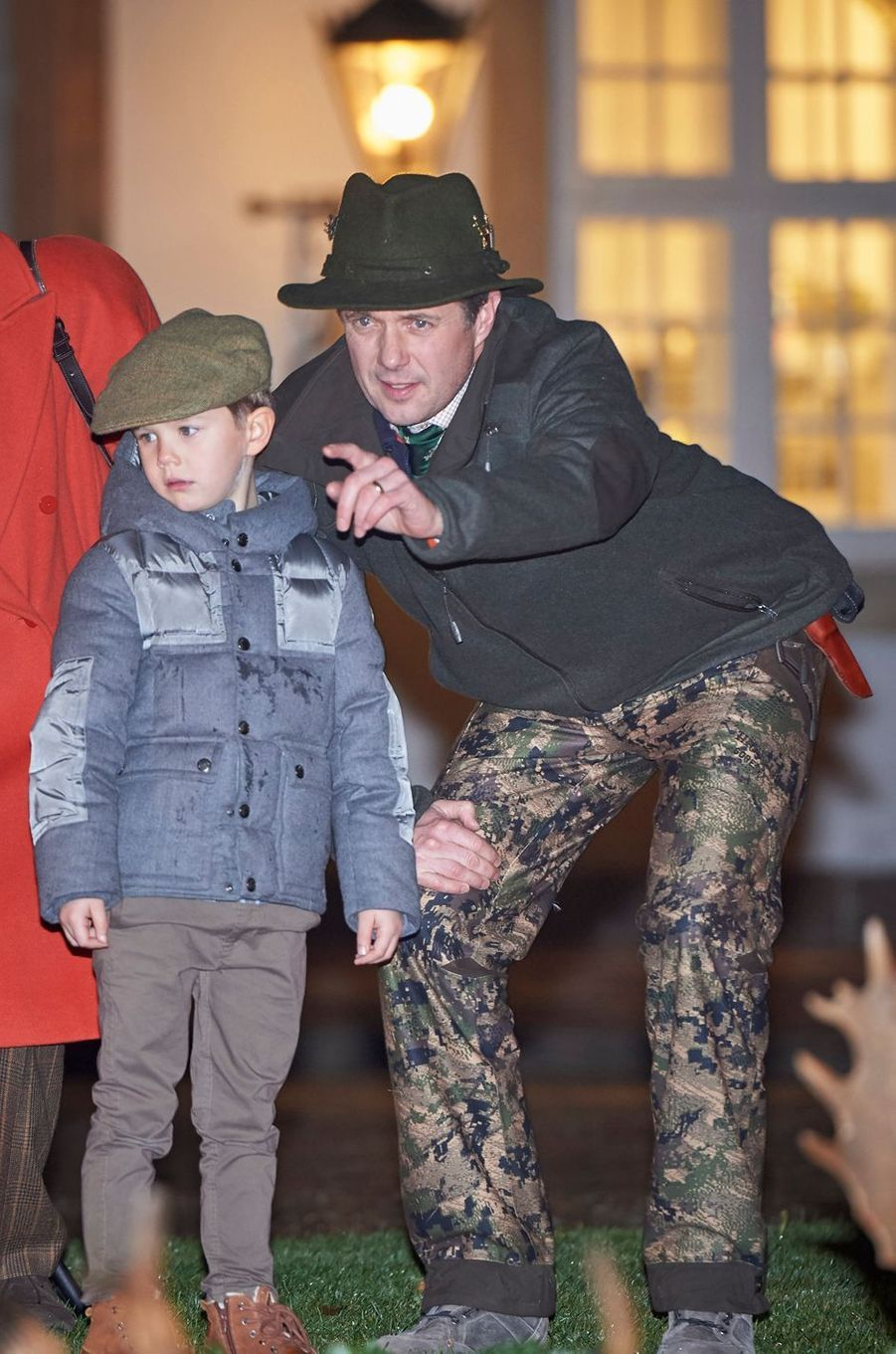 Le prince Vincent de Danemark avec le prince Frederik à Fredensborg, le 22 novembre 2016