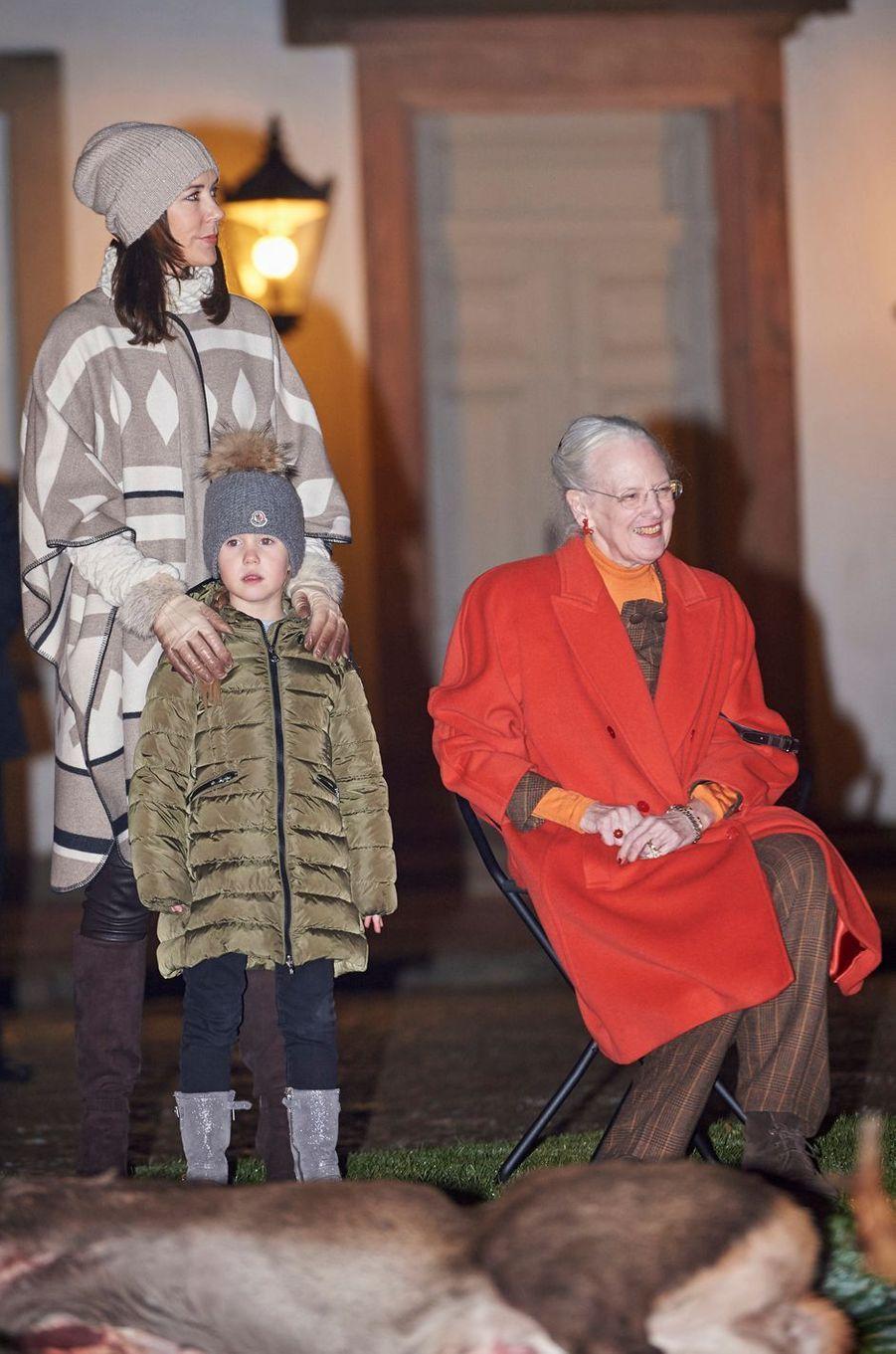 La princesse Joséphine de Danemark avec la reine Margrethe II et la princesse Mary à Fredensborg, le 22 novembre 2016