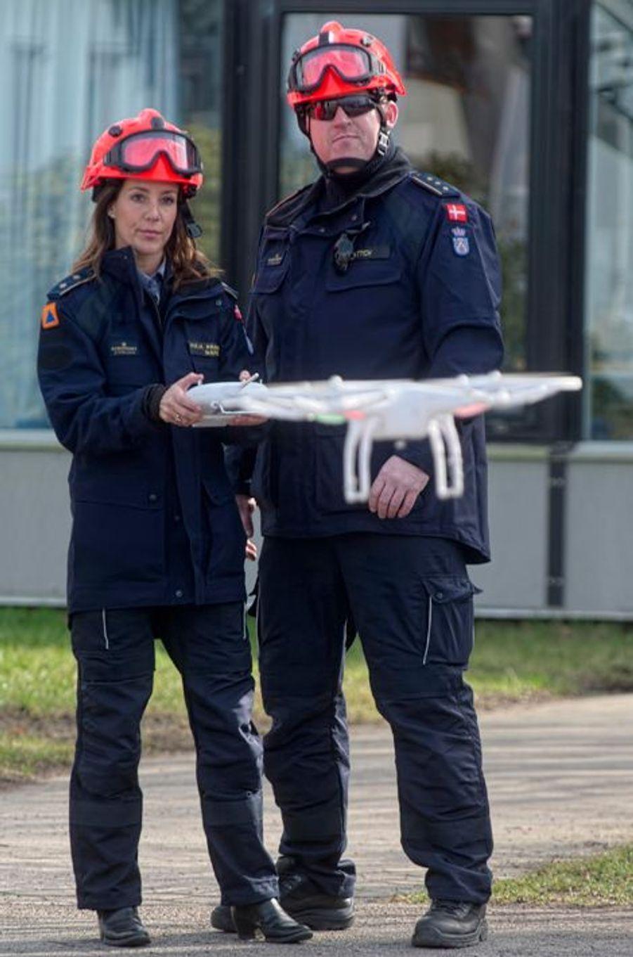 La princesse Marie de Danemark aux commandes d'un drone, le 13 mars 2015