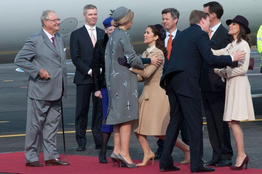 Les princesses Mary et Marie de Danemark accueillent le couple royal néerlandais avec la famille royale, le 17 mars 2015