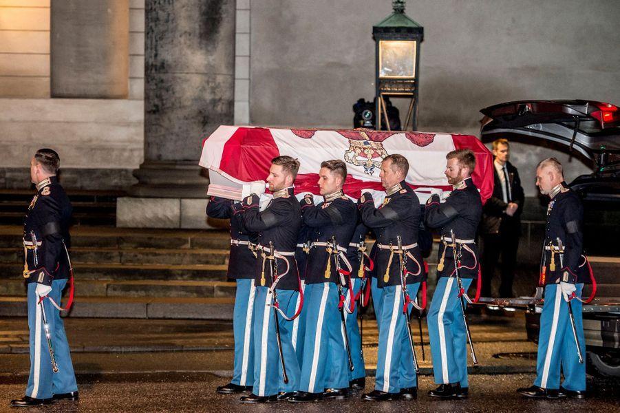 La dépouille du prince consort Henrik de Danemark à Copenhague, le 16 février 2018