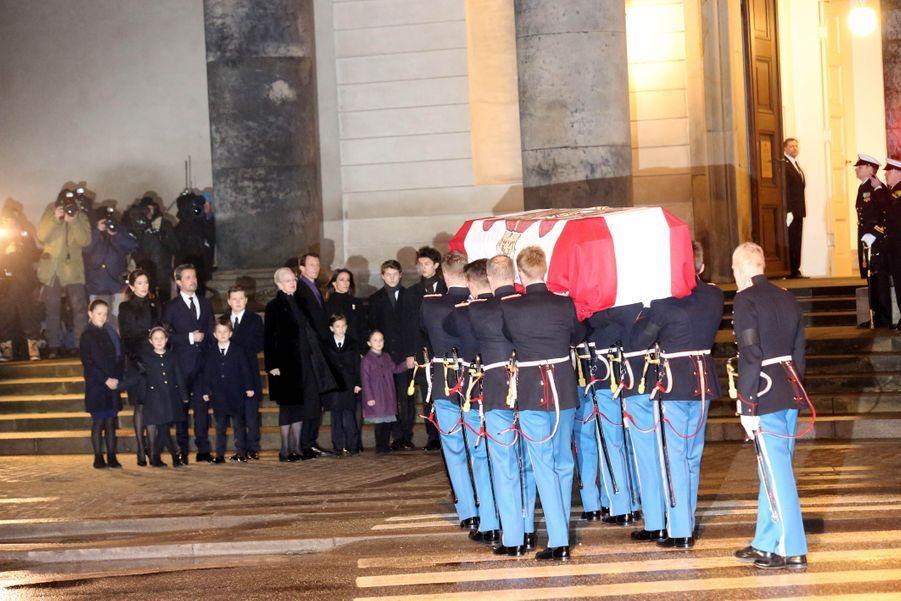 La famille royale danoise devant la dépouille du prince Henrik à Copenhague, le 16 février 2018