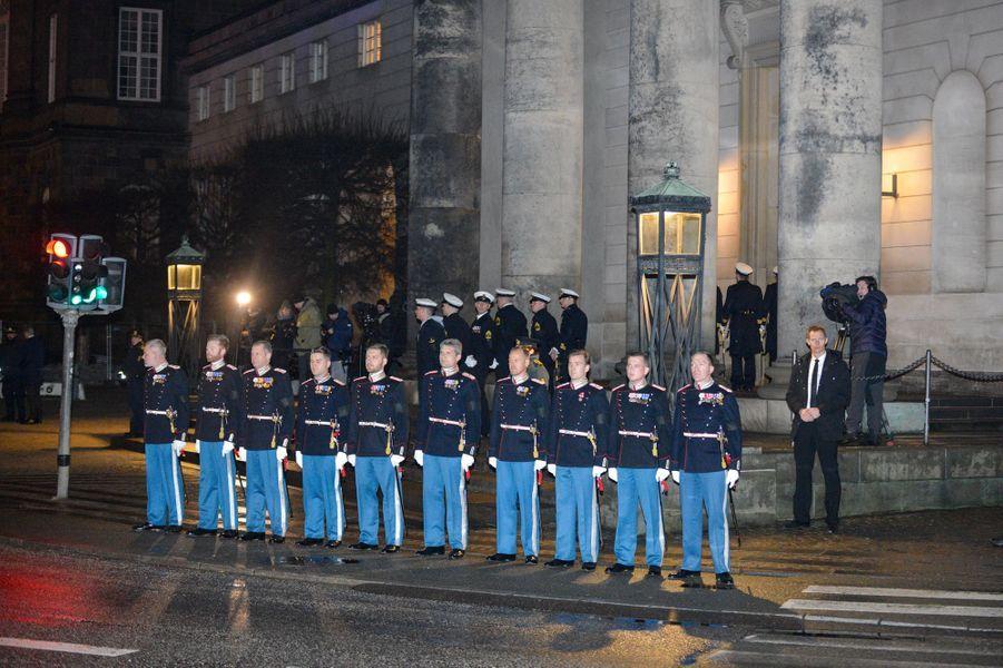 La dépouille du prince consort Henrik de Danemark arrive à Christiansborg à Copenhague, le 16 février 2018