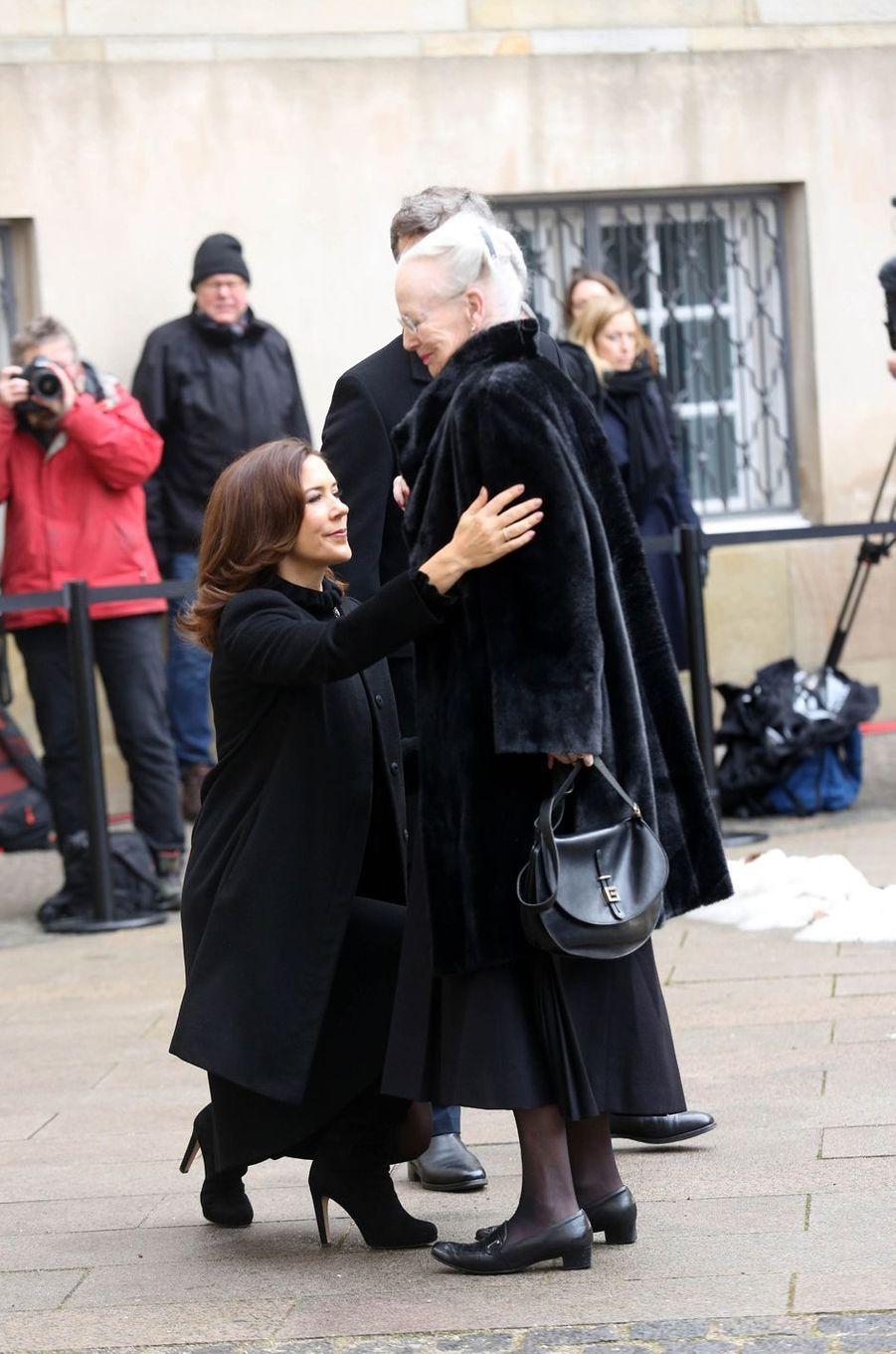 La reine Margrethe II de Danemark avec la princesse Mary et le prince Frederik à Copenhague, le 17 février 2018.