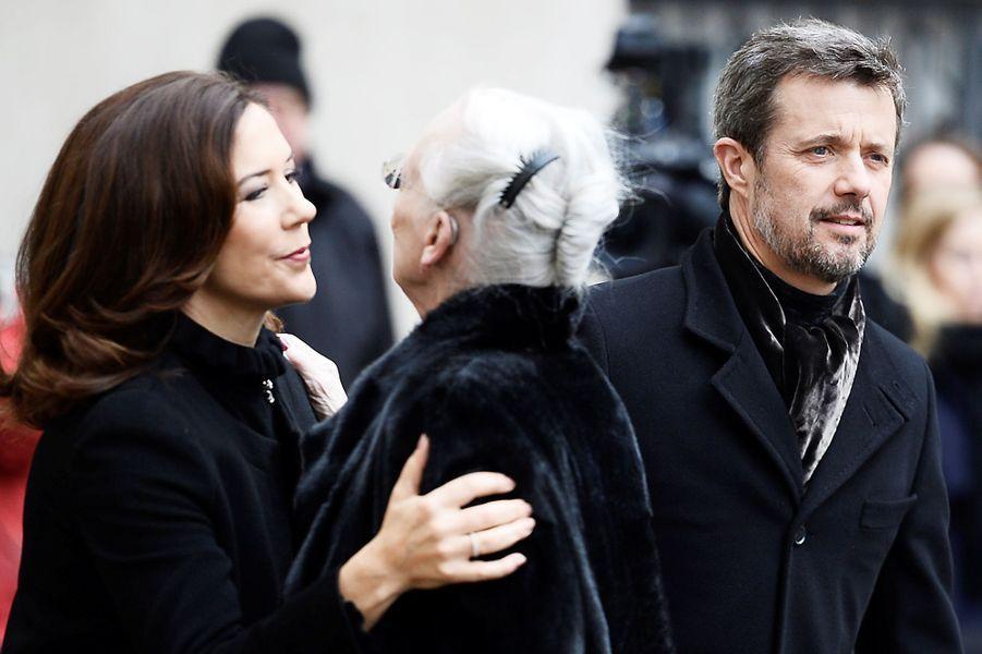 La princesse Mary, la reine Margrethe II et le prince Frederik de Danemark à Copenhague, le 17 février 2018.