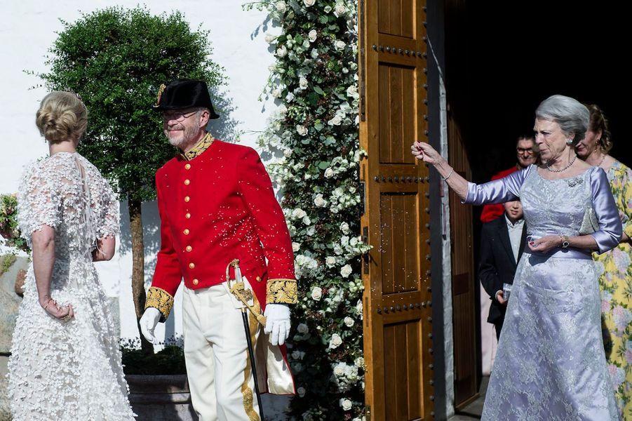 La princesse Benedikte de Danemark avec les jeunes mariés à Svendborg, le 18 mai 2019