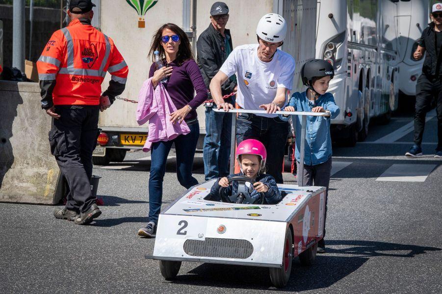 La princesse Athena de Danemark avec ses parents et son frère à Aarhus, le 16 mai 2019