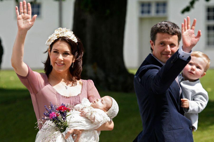 La princesse Isabella de Danemark avec ses parents et son grand frère, le 1er juillet 2007