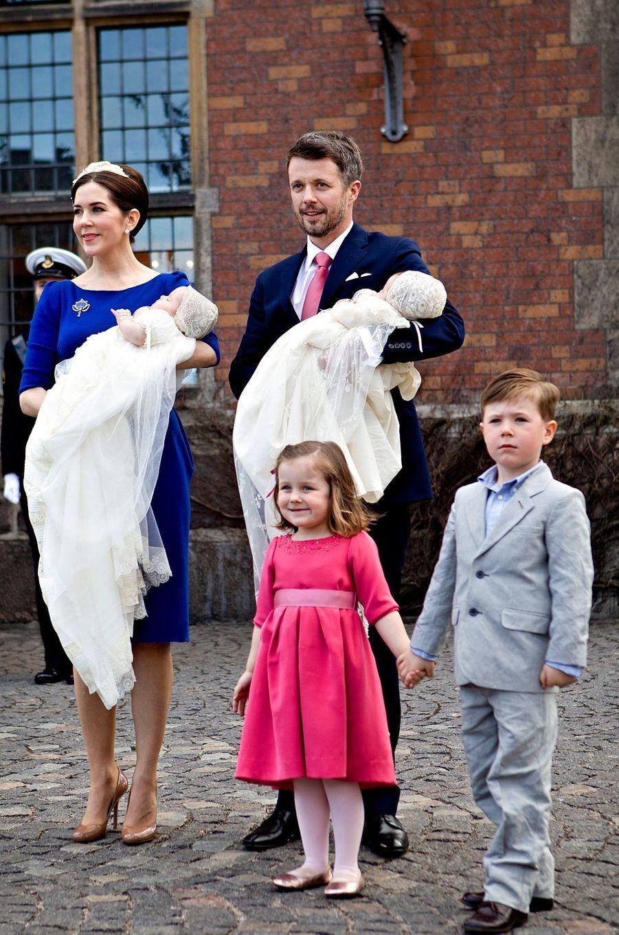 La princesse Isabella de Danemark avec ses parents, ses frères et sa soeur, le 14 avril 2011