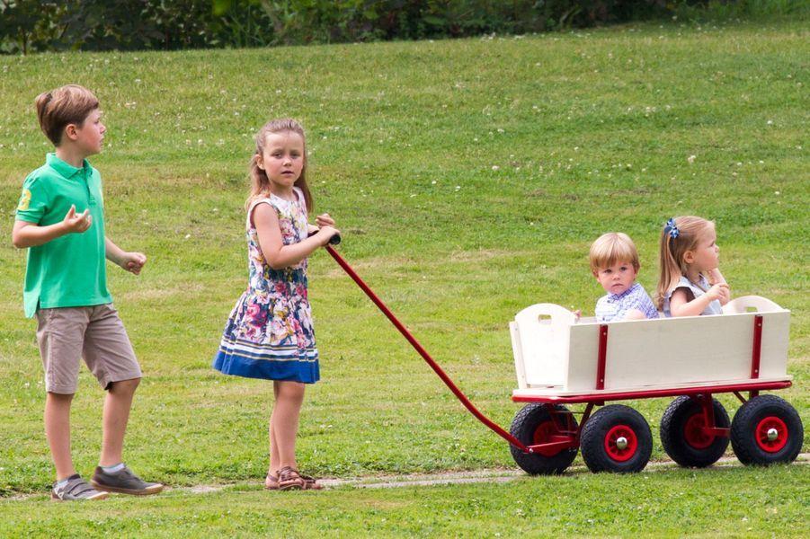 La princesse Isabella de Danemark avec ses frères et sa soeur, le 26 juillet 2013