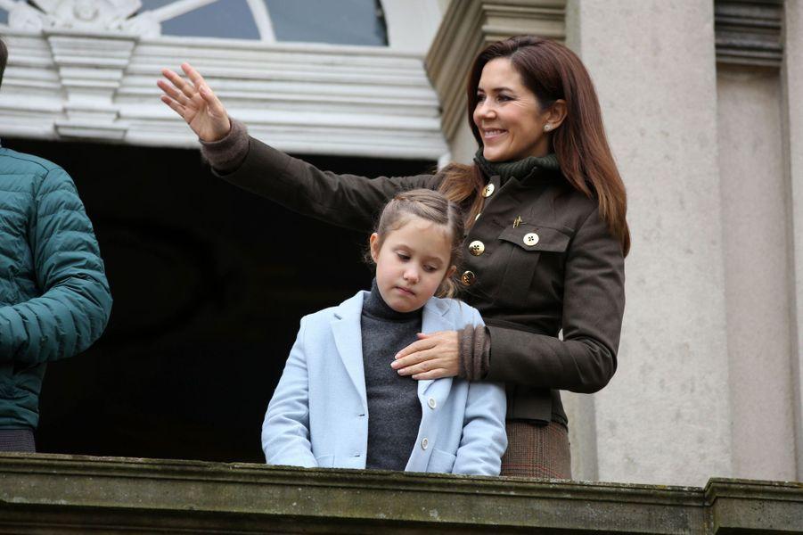 Les princesses Mary et Josephine de Danemark à Dyrehaven, le 3 novembre 2019