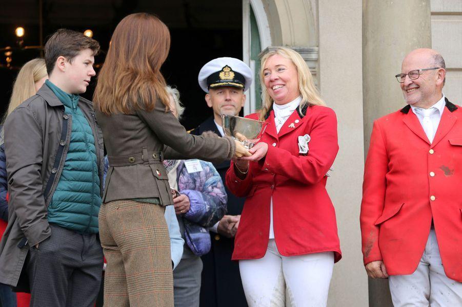 La princesse Mary de Danemark avec la princesse Josephine et le prince Christian à Dyrehaven, le 3 novembre 2019