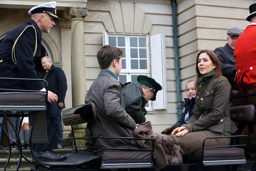 La princesse Mary de Danemark avec ses enfants la princesse Josephine et le prince Christian à Dyrehaven, le 3 novembre 2019