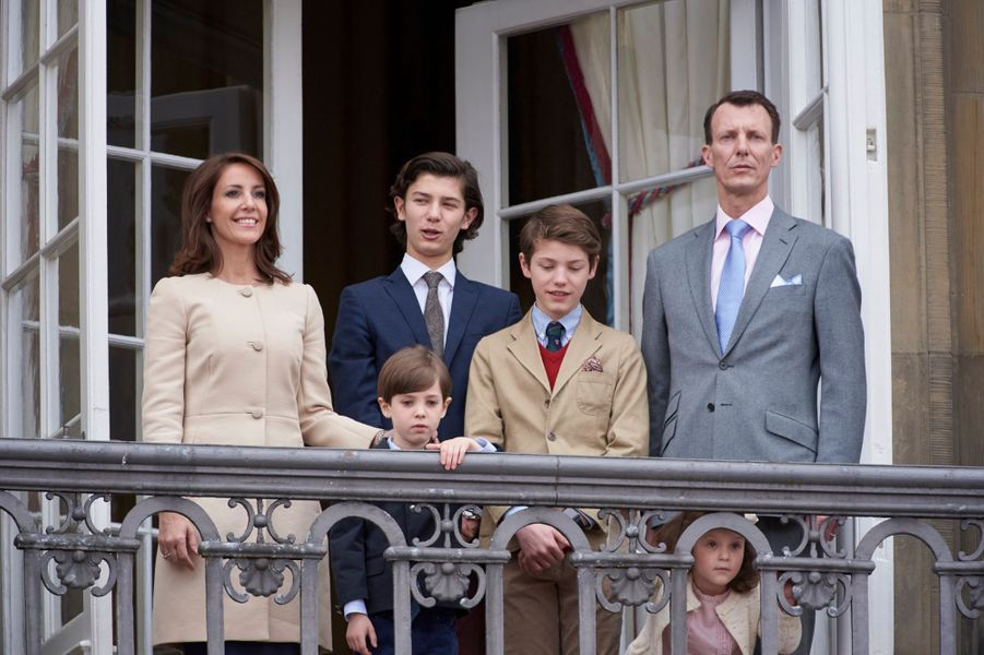 La princesse Marie de Danemark avec les princes Joachim, Nikolai, Felix et Henrik et la princesse Athena, le 16 avril 2016