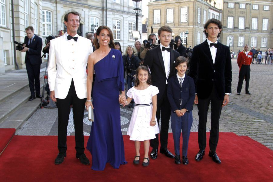 La princesse Marie de Danemark avec les princes Joachim, Nikolai, Felix et Henrik et la princesse Athena, le 7 juin 2019