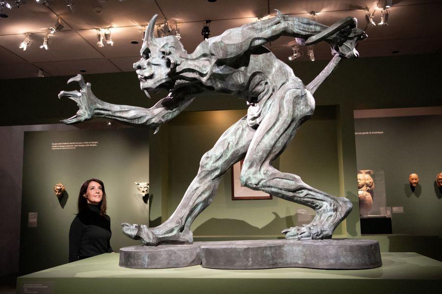 La princesse Marie de Danemark face à une sculpture de troll de Niels Hansen Jacobsen au musée Bourdelle à Paris, le 28 janvier 2020