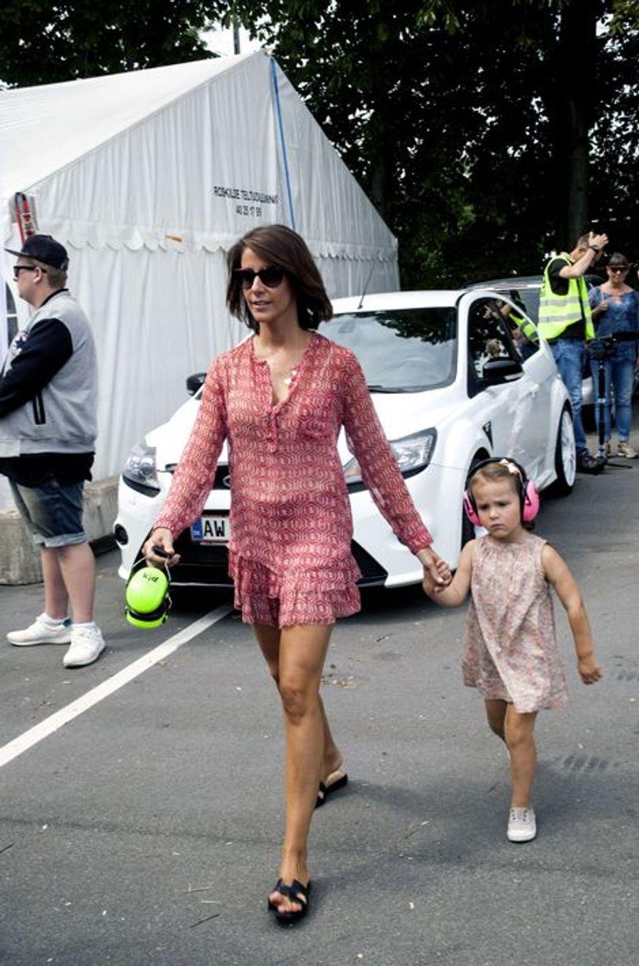 La princesse Marie de Danemark avec sa fille Athena à Copenhague, le 2 août 2015